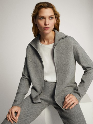 Zipped knit sporty jacket