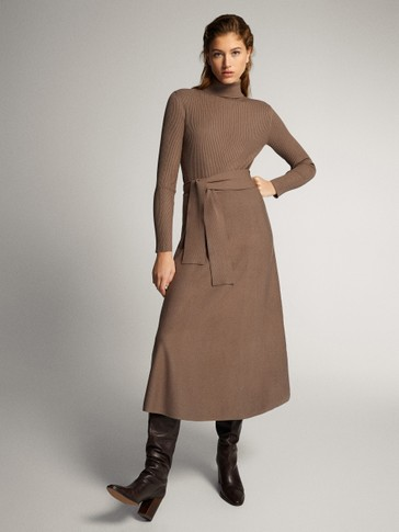 HIGH NECK DRESS WITH BELT