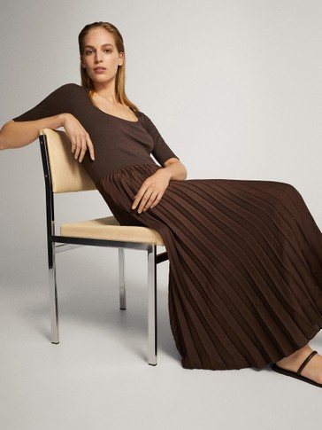PLEATED DRESS WITH 3/4 SLEEVES