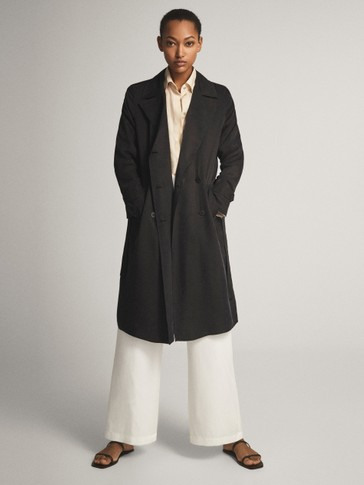 Loose-fitting trench coat