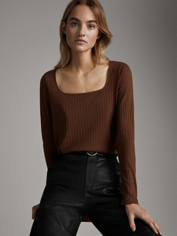 Square neckline long sleeve t-shirt
