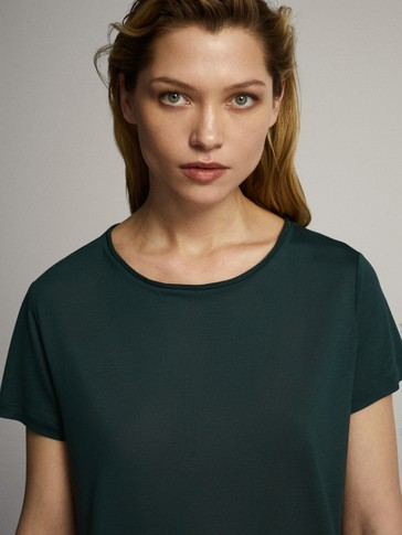 100% LYOCELL T-SHIRT WITH NECKLINE DETAIL