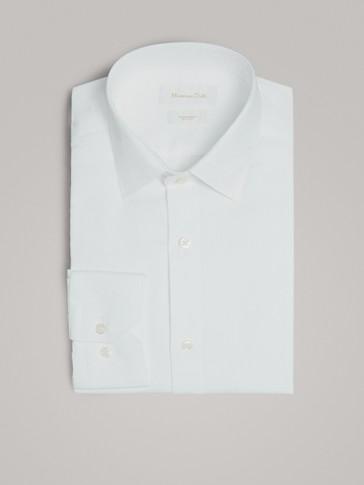 قميص بنسيج متمايل قصة ضيقة