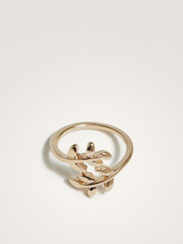 RING WITH LEAF DETAIL