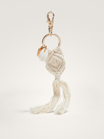 SEASHELL KEY RING WITH FRINGING