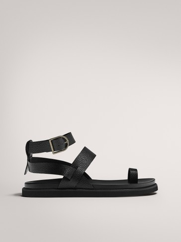 FLAT WIDE-STRAPPED BLACK SANDALS