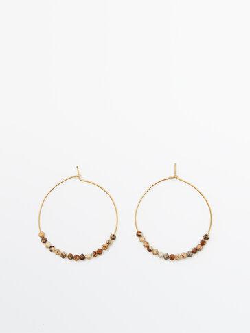 Позолоченные серьги-кольца с коричневыми камнями