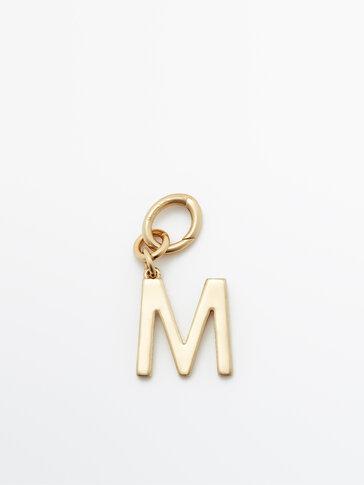 Charm letra M baño ouro