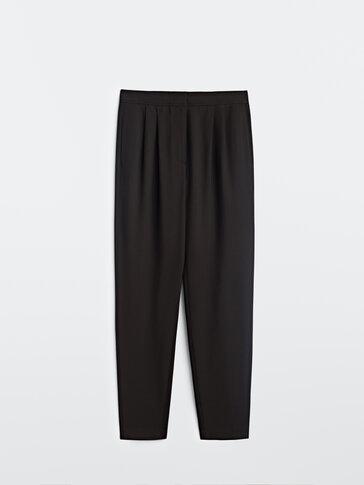 Μαύρο ψηλόμεσο παντελόνι με πιέτες
