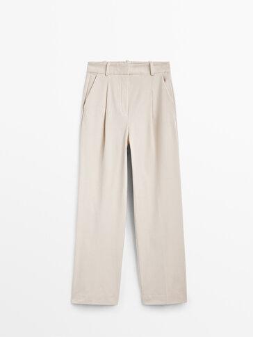 מכנסיים Straight fit עם קפלים