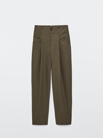 Παντελόνι από τεχνικό ύφασμα με πιέτες