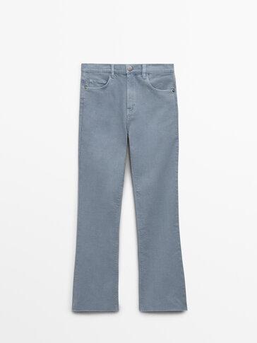 Укороченные расклешенные джинсы