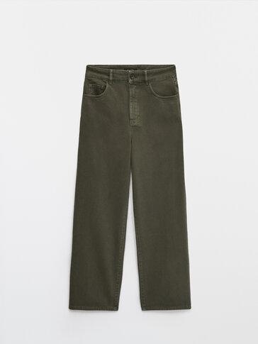 Разкроен панталон със средно висока талия
