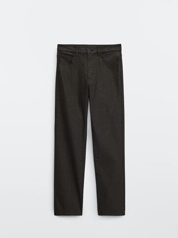 Pantalón coated tiro alto
