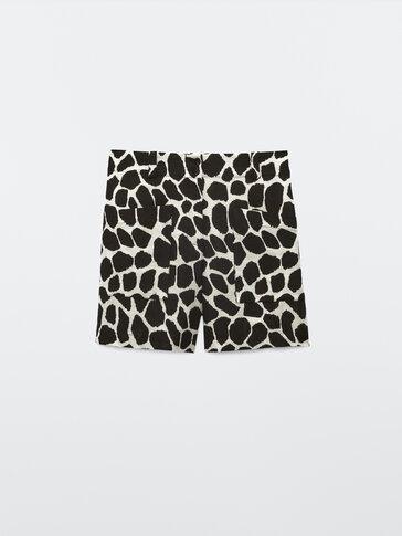 Sjiraffmønstret shorts i lin og bomull
