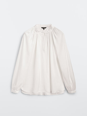 Loose-fitting blouse with gathered detailing