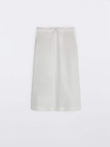 Skirt with front slit