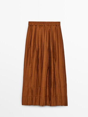 חצאית קפלים עם מותניים אלסטיים