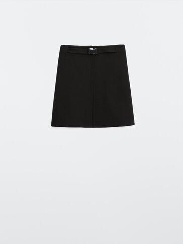 Черная мини-юбка с пряжкой