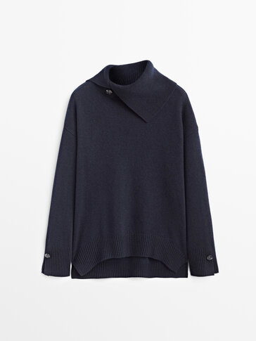 Cashmere wool sweater with buttons on the neck