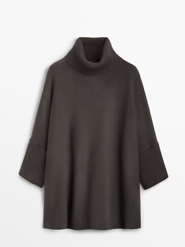 Double-faced cape sweater with side slit
