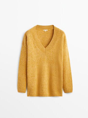V-neck chunky knit sweater