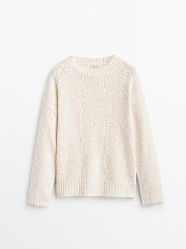 Crew neck chunky knit sweater