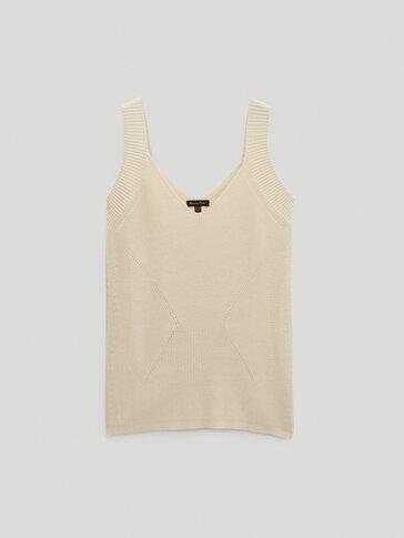 Decrease stitch V-neck top