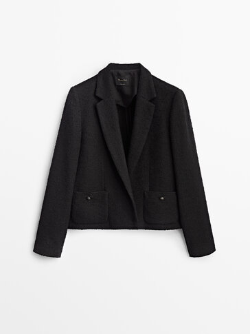 Teksturēta jaka melnā krāsā ar kabatām