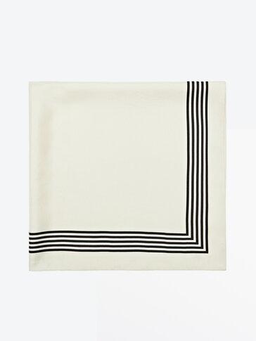 Quadratisches Tuch aus reiner Seide