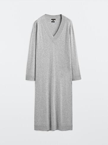 Robe tricotée en laine à col en V