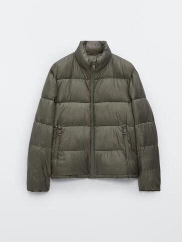 Prešita jakna z visokim ovratnikom