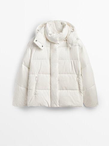 Puhasta jakna s kombiniranimi žametnimi rokavi