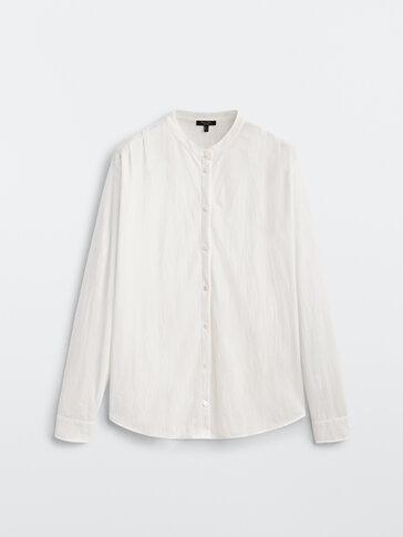 Блуза со складками на плечах