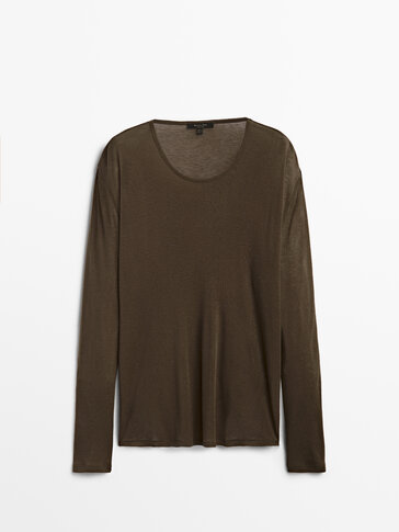 Long sleeve T-shirt with a round neck