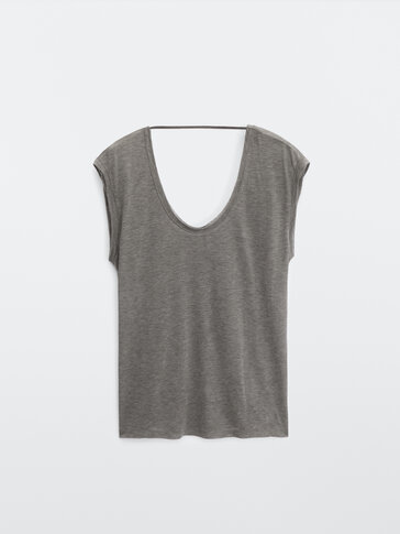 Loose-fitting sleeveless top