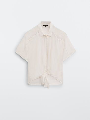 Knotted blouse with lace trim detail