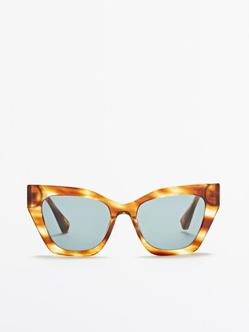 Sunglasses with green lenses