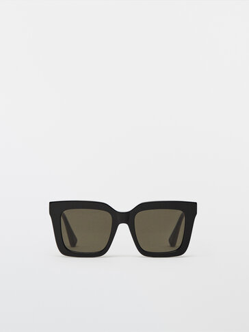 Square sunglasses with green lenses