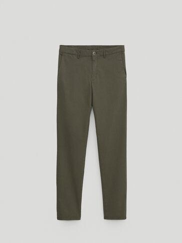 Bawełniane spodnie chinosy o kroju slim