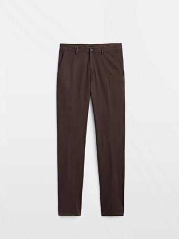 Spodnie chinosy o kroju slim w jodełkę