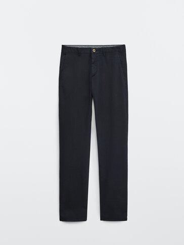 Bawełniane spodnie chinosy o kroju regular fit