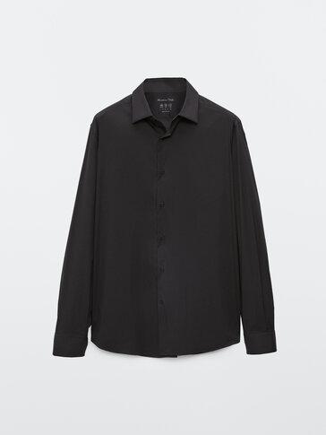 Unifarbenes stretch-hemd aus baumwolle