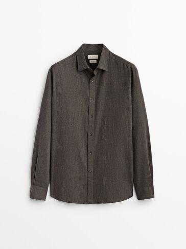 Koszula o kroju slim fit w jodełkę ze 100% bawełny