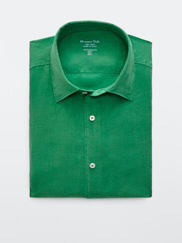 قميص من الكتان المصبوغ 100% بقصة ضيقة