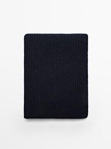 100% wool knit scarf