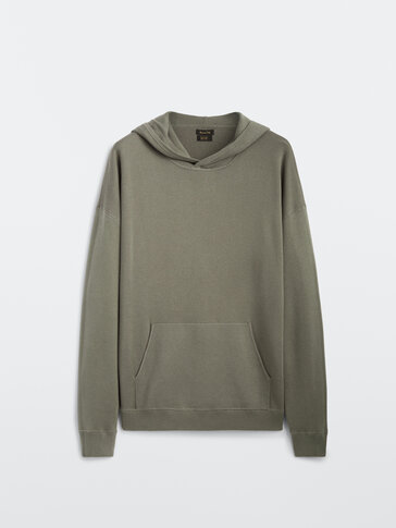 Sweater with hood and pocket
