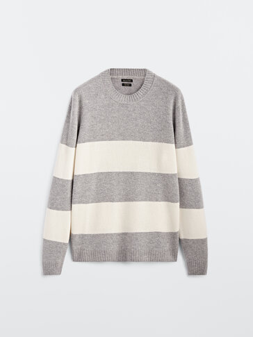 Vlněný svetr skulatým výstřihem aproužky