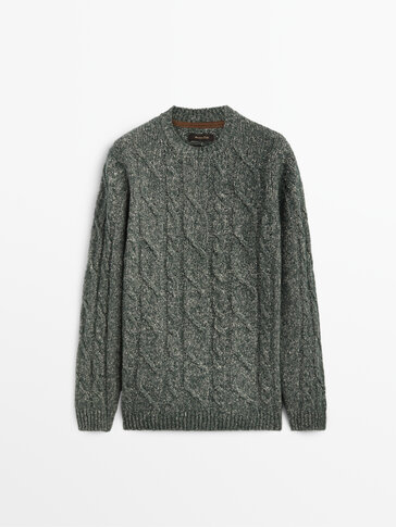 Cable knit sweater with a crew neck