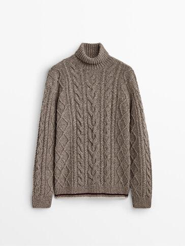Пуловер от вълна и кашмир с плетеници и поло яка
